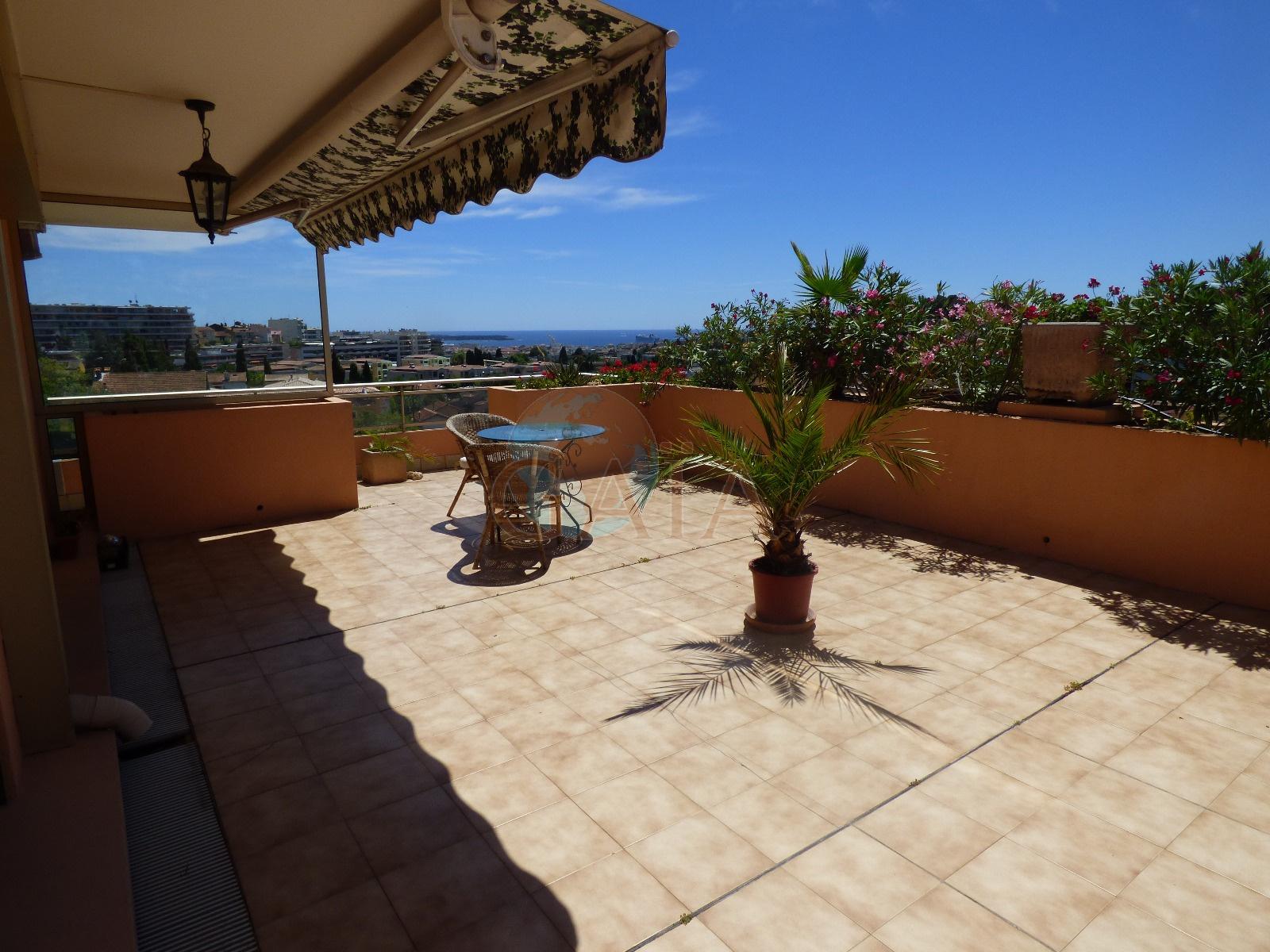 le cannet toit terrasse avec vue mer panoramique piscine. Black Bedroom Furniture Sets. Home Design Ideas